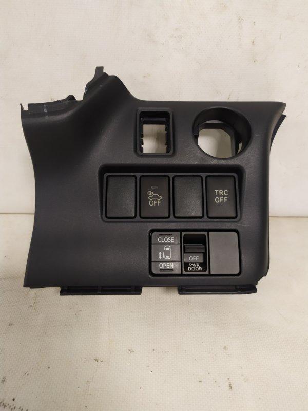 Пластик торпеды Toyota Noah ZWR80 2ZR-FXE (б/у)