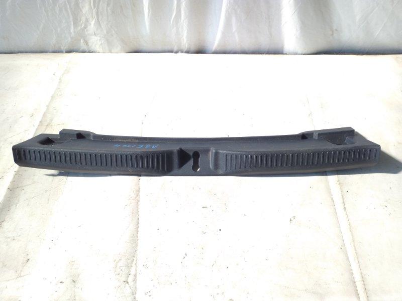 Накладка замка багажника Toyota Blade AZE156 2008 (б/у)