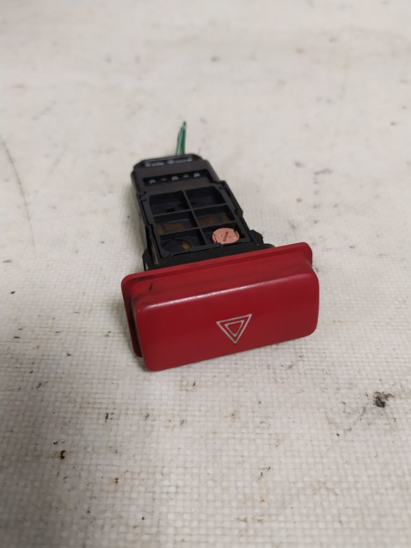 Кнопка аварийной сигнализации Toyota Hiace KDH205 2KD-FTV (б/у)