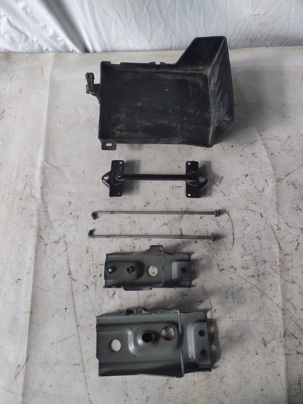 Крепление аккумулятора Mitsubishi Outlander CW5W 4B12 (б/у)