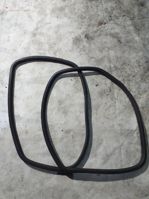 Уплотнитель стекла собачника Toyota Land Cruiser Prado KZJ95 1KZTE 1997.09 задний (б/у)