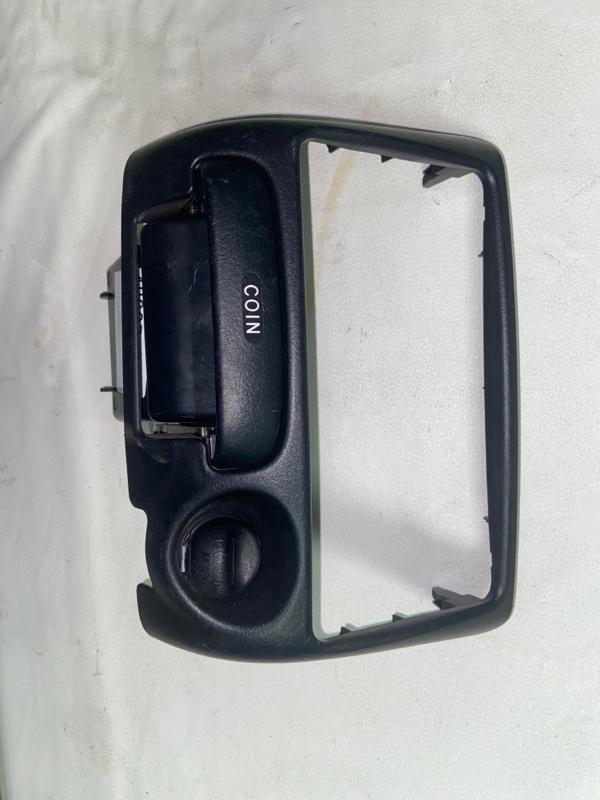 Консоль магнитофона Toyota Funcargo NCP25 (б/у)
