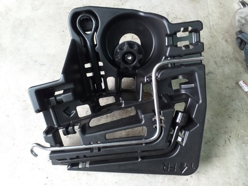 Набор инструмента Toyota Prius ZVW30 2ZR-FXE 2012.03 (б/у)