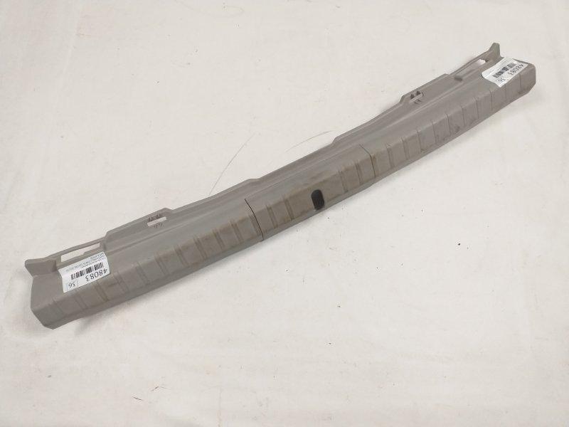 Пластик петли багажника Toyota Prius ZVW30 2ZR-FXE 2012.03 (б/у)
