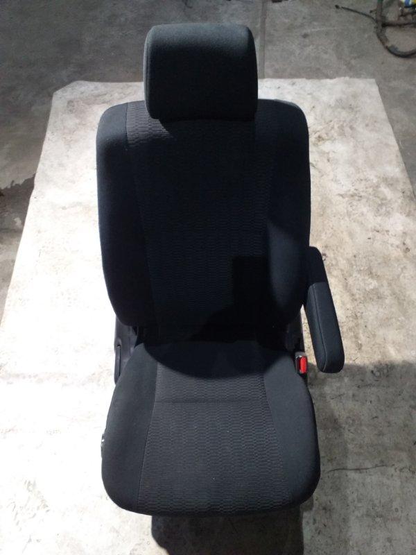 Сидение Toyota Voxy AZR65 1AZ-FSE 2007.02 переднее правое (б/у)