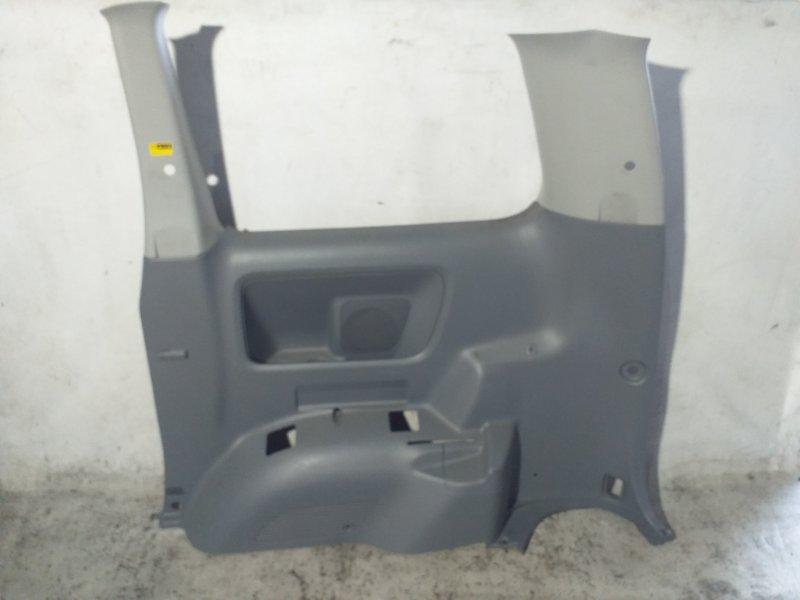 Пластик салона Toyota Voxy AZR65 1AZ-FSE 2007.02 задний правый (б/у)