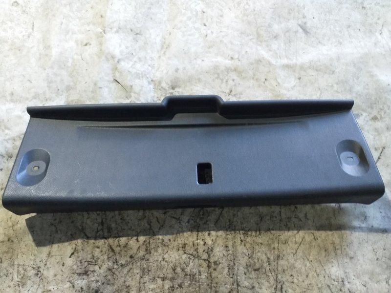 Пластик петли багажника Nissan Sylphy TB17 MRA8DE 2013 задний (б/у)