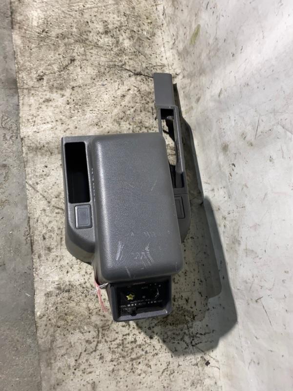 Подлокотник Mitsubishi Pajero V46W 4M40 1996 (б/у)