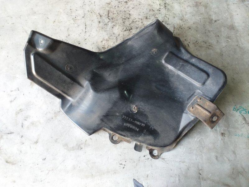 Защита горловины бензобака Toyota Land Cruiser HDJ101 1HDFTE 2001.04 задняя правая (б/у)