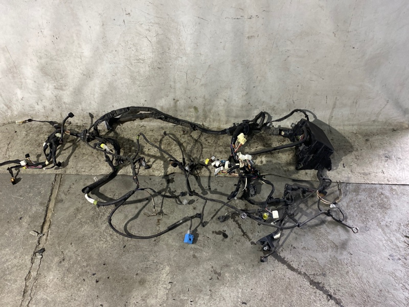 Электропроводка моторного отсека Toyota Prius ZVW30 2ZR-FXE 2013 (б/у)