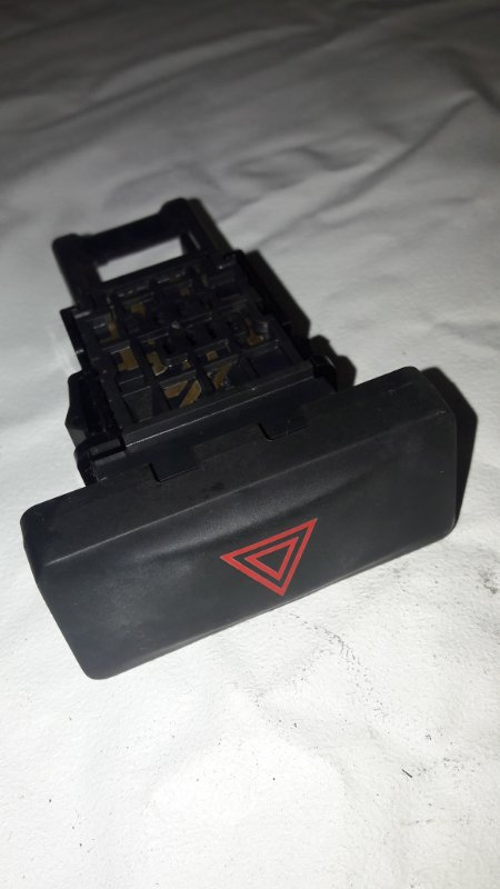 Кнопка аварийной сигнализации Nissan X-Trail NT31 (б/у)