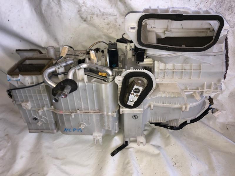 Корпус моторчика печки Toyota Vitz NCP15 2000.02 (б/у)