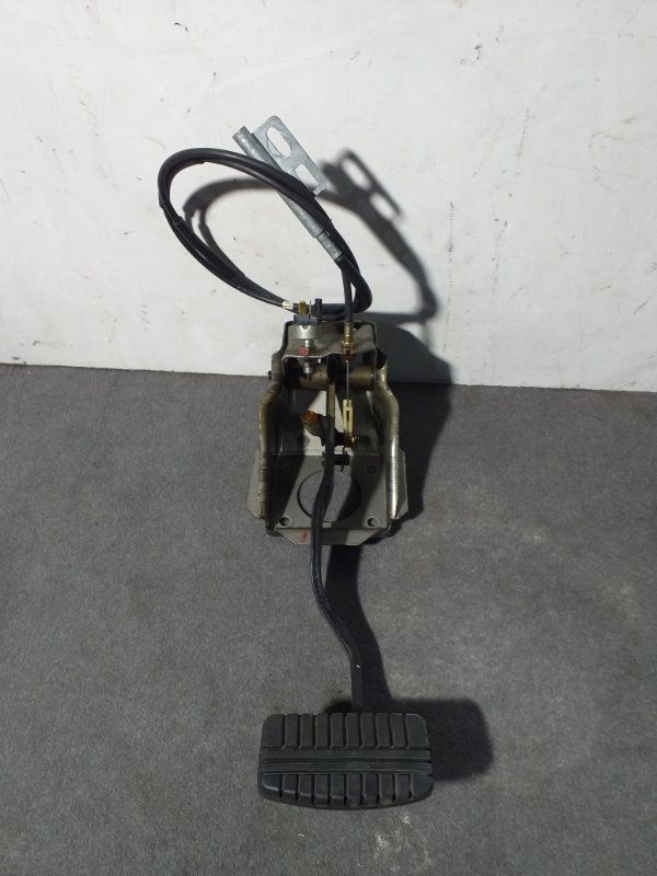 Педаль тормоза Mitsubishi Pajero V45W 6G74 1997.11 (б/у)