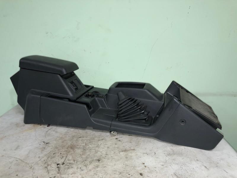 Бардачок между сиденьями Mitsubishi Pajero V26 4D56 1993 (б/у)
