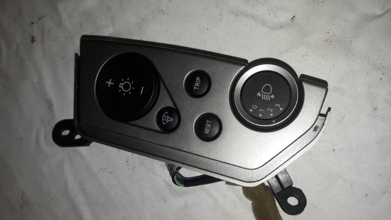 Блок коррекции фар Nissan Elgrand NE51 (б/у)