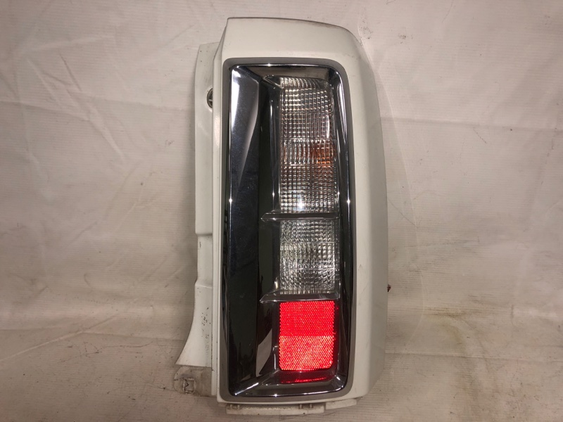 Стоп-сигнал Nissan Elgrand NE51 VQ35 02.2004 задний правый (б/у)
