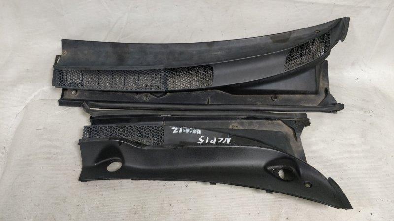 Решетка под лобовое стекло Toyota Vitz NCP15 (б/у)