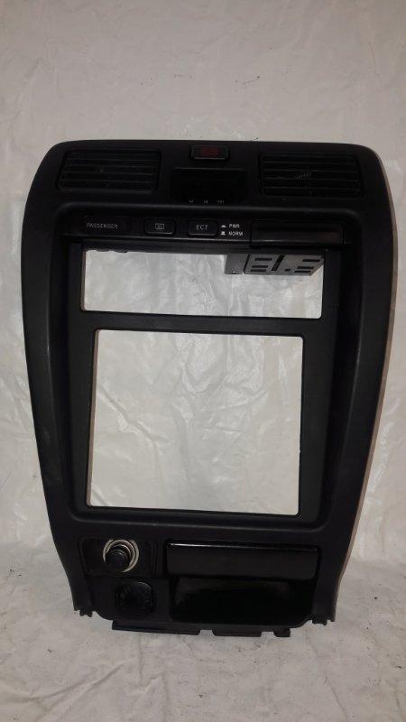 Консоль магнитофона Toyota Hilux Surf KDN185 (б/у)