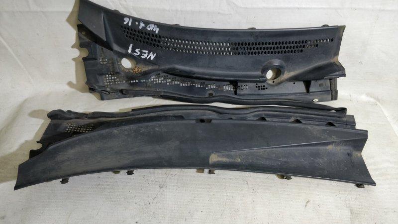Решетка под лобовое стекло Nissan Elgrand NE51 (б/у)