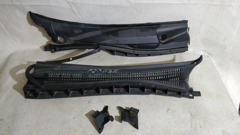 Решетка под лобовое стекло Toyota Premio ZZT245 (б/у)