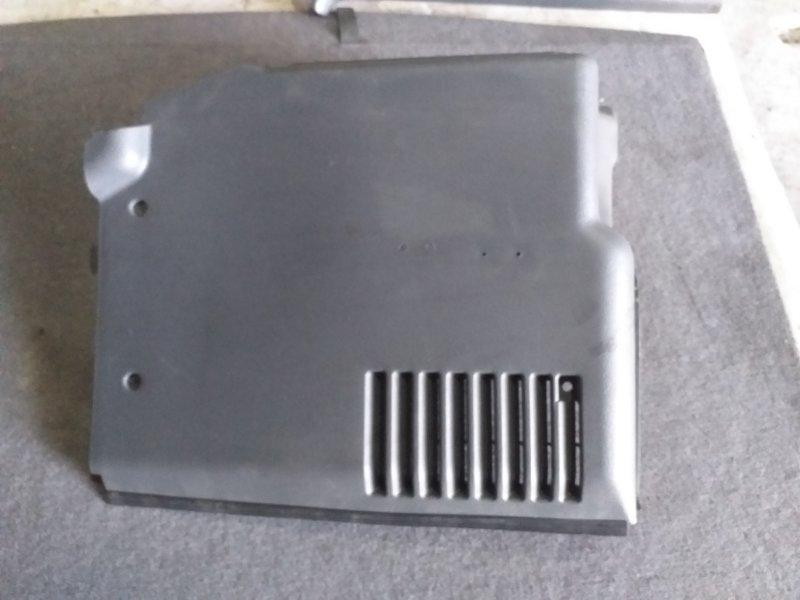 Обшивка багажника Mitsubishi Pajero V45W 6G74 1997.11 задняя правая (б/у)