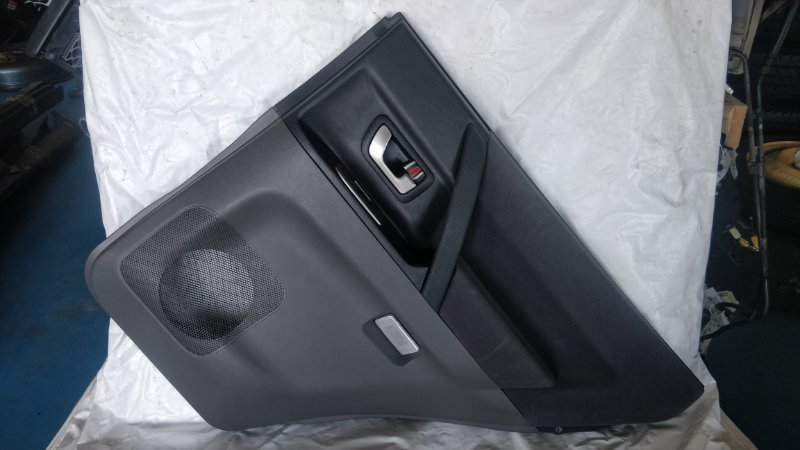 Обшивка дверей Mitsubishi Pajero V75W 6G74 2000 задняя правая (б/у)