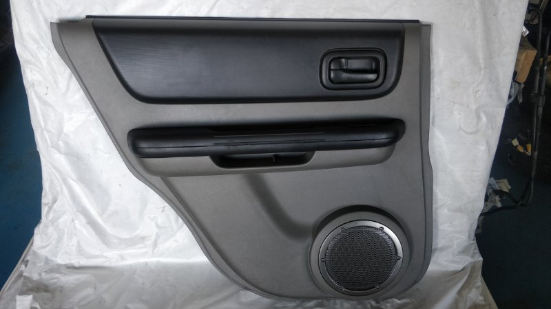 Обшивка дверей Nissan X-Trail NT30 QR20DE задняя левая (б/у)
