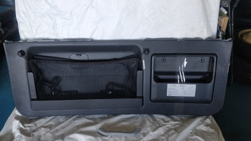 Обшивка двери багажника Mitsubishi Pajero V75W 6G74 2000 (б/у)