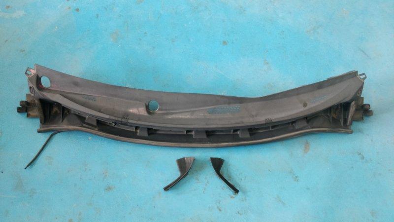 Решетка под лобовое стекло Nissan Tiida NC11 HR15DE (б/у)