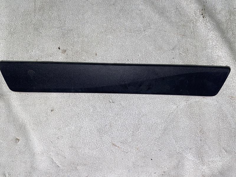 Накладка на порог салона Toyota Prius ZVW30 2ZR-FXE 2012 задняя левая (б/у)