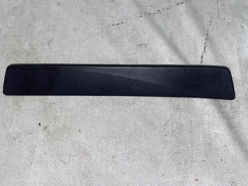 Накладка на порог салона Toyota Prius ZVW30 2ZR-FXE 2012 задняя правая (б/у)