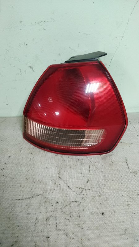 Стоп-сигнал Nissan Wingroad WHNY11 QG18DE 2003 правый (б/у)