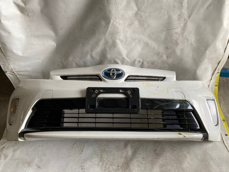 Бампер Toyota Prius ZVW30 2ZR-FXE 2013.02 передний (б/у)
