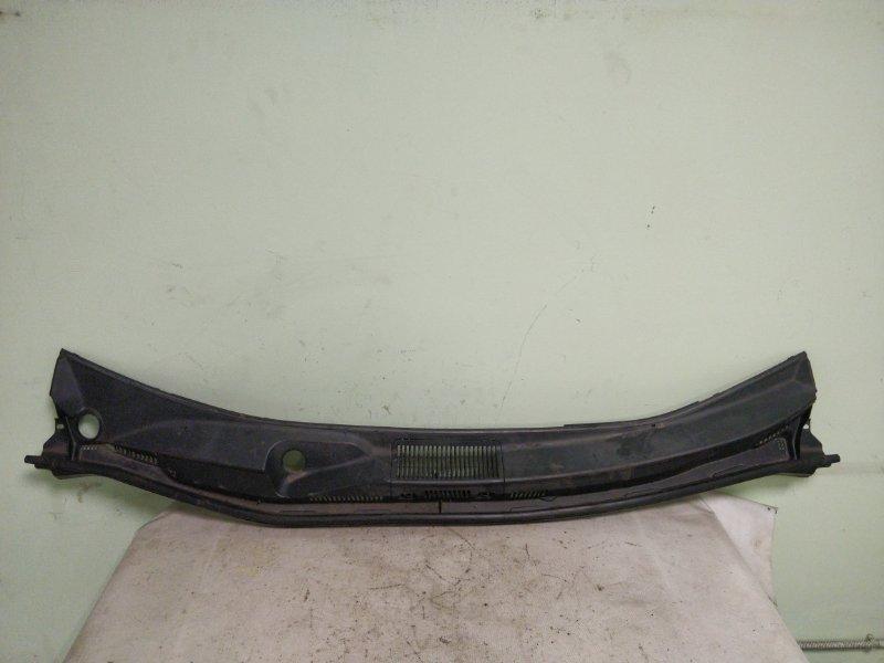 Решетка под лобовое стекло Toyota Noah AZR65 1AZ-FSE (б/у)