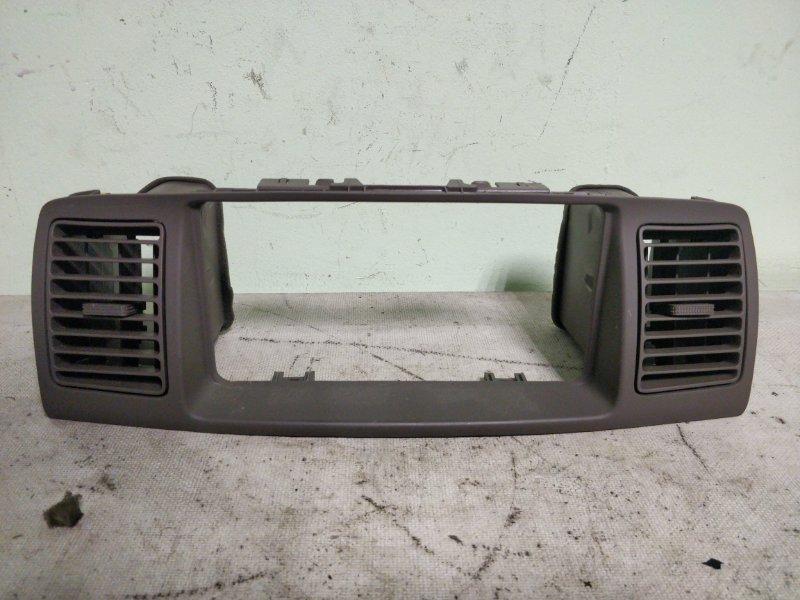 Консоль магнитофона Toyota Corolla NZE121 1NZ-FE 2001 (б/у)