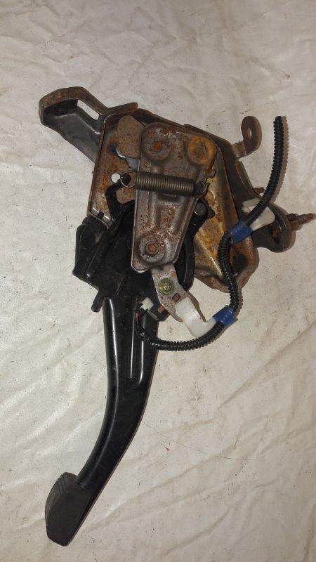 Педаль стояночного тормоза Toyota Premio ZZT245 (б/у)