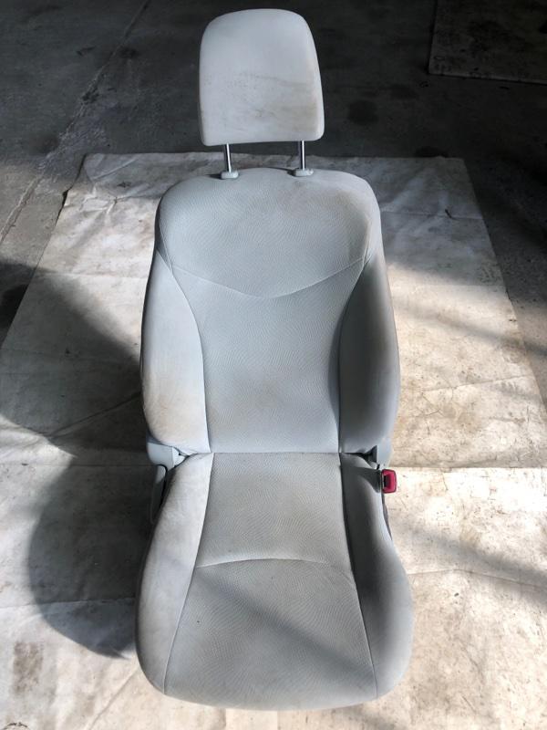 Сиденье Toyota Prius ZVW30 2ZR-FXE 2012 переднее правое (б/у)