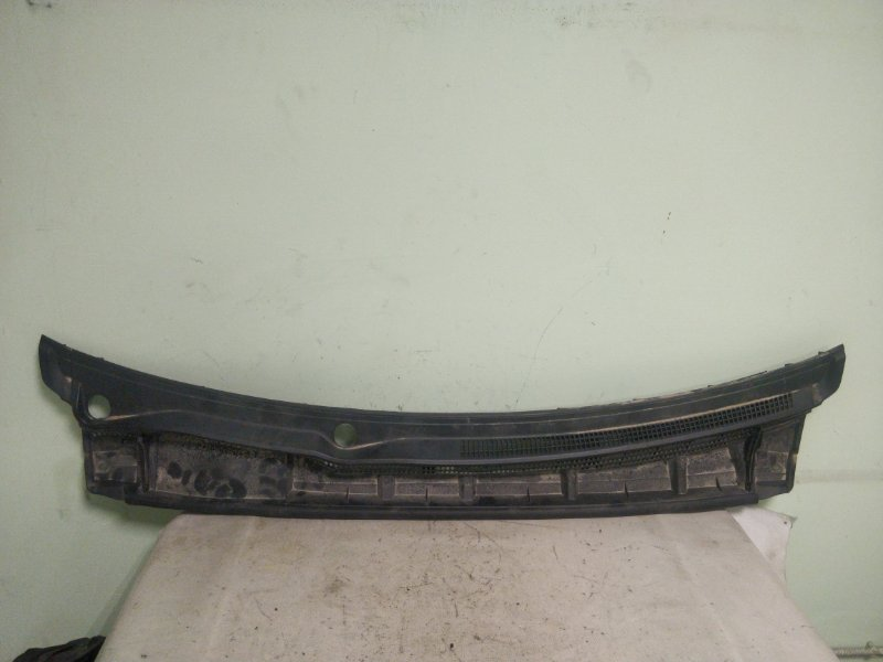 Решетка под лобовое стекло Toyota Prius ZVW30 2ZR-FXE 2012 (б/у)
