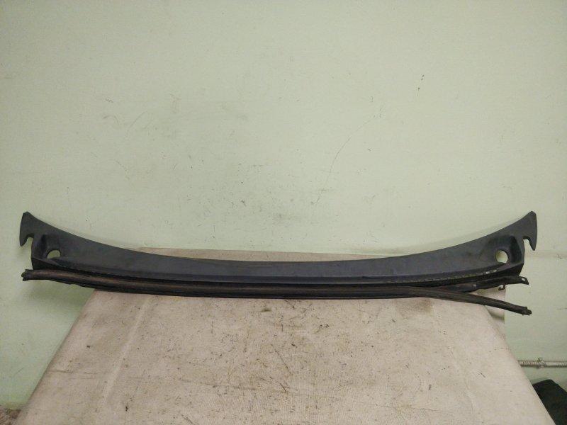 Решетка под лобовое стекло Mitsubishi Delica PE8W 4M40 1999.11 (б/у)