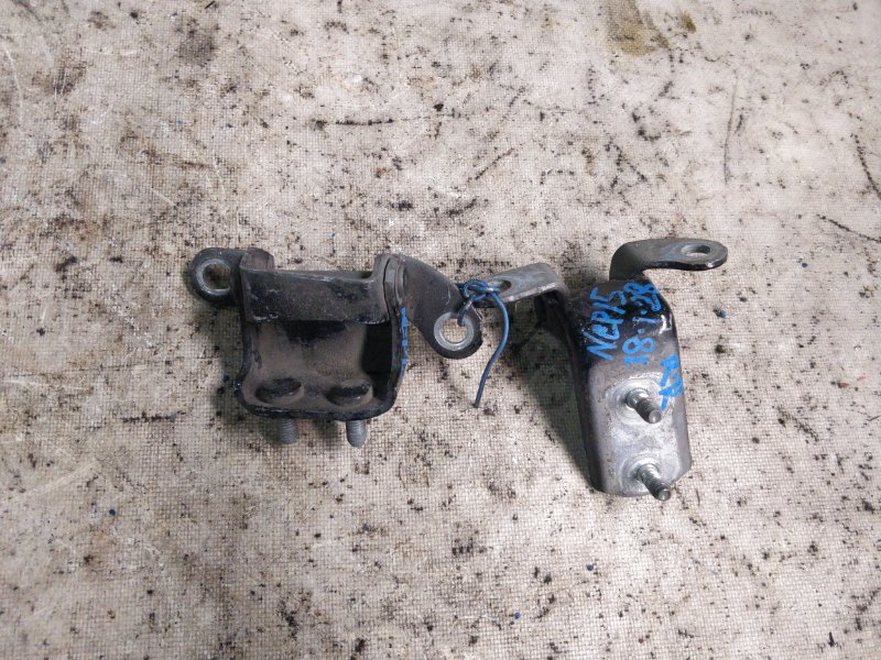 Петли на дверь Toyota Vitz NCP15 2NZ-FE 2004.10 задние правые (б/у)