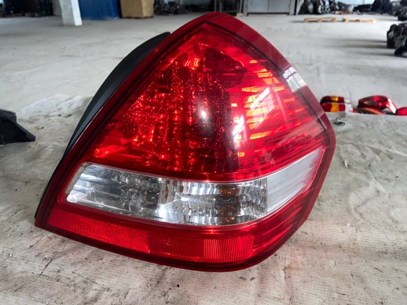 Стоп-сигнал Nissan Tiida Latio SNC11 задний правый (б/у)