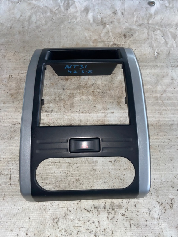 Консоль магнитофона Nissan X-Trail NT31 (б/у)