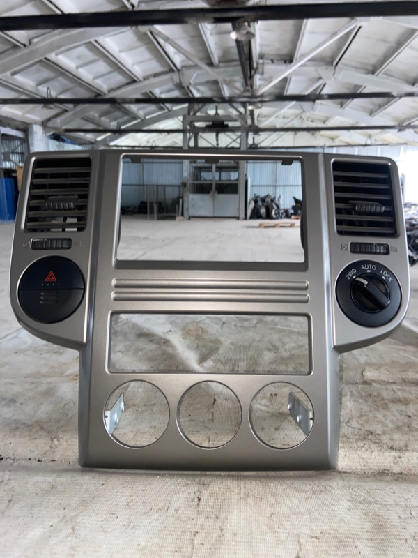 Консоль магнитофона Nissan X-Trail NT30 (б/у)