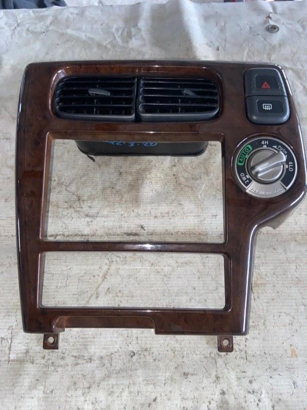 Консоль магнитофона Nissan Terrano Regulus JTR50 (б/у)