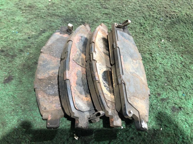 Тормозные колодки Nissan Terrano Regulus JTR50 ZD30 1998 г. переднее (б/у)