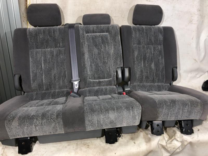 Сиденье Toyota Land Cruiser UZJ100 2UZ-FE 2000.03 заднее (б/у)