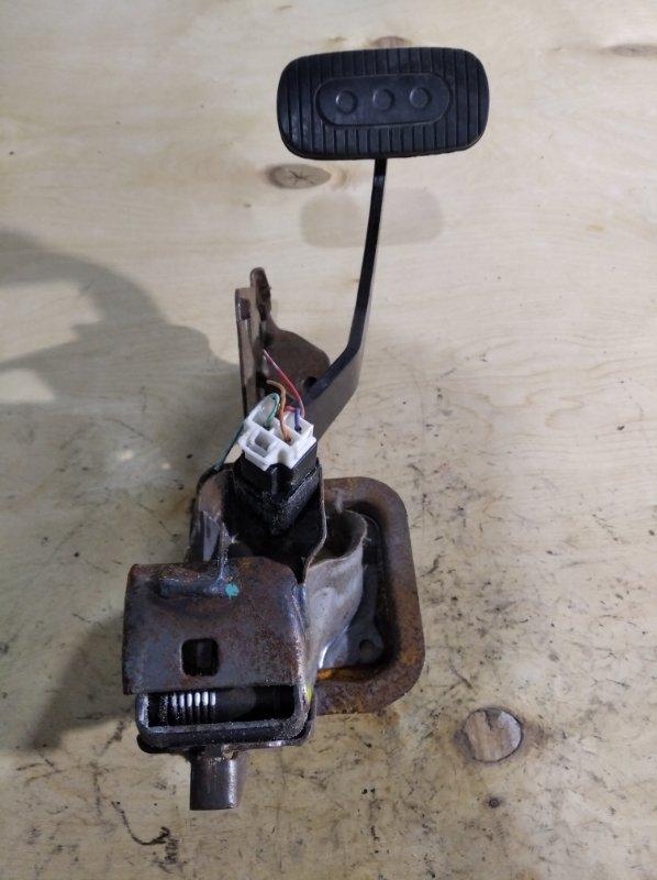 Педаль тормоза Nissan Tiida Latio SNC11 (б/у)