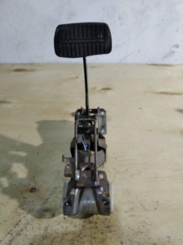 Педаль тормоза Subaru Forester SG5 (б/у)