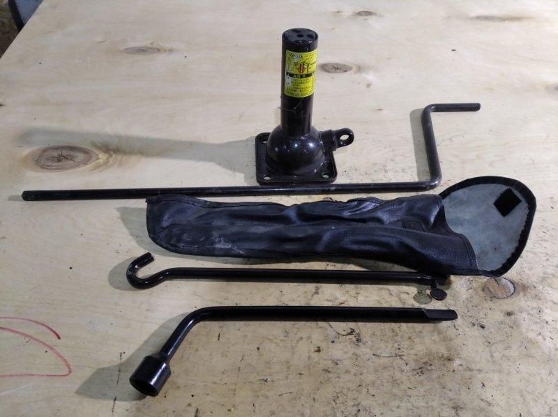 Домкрат Toyota Surf KDN185 (б/у)