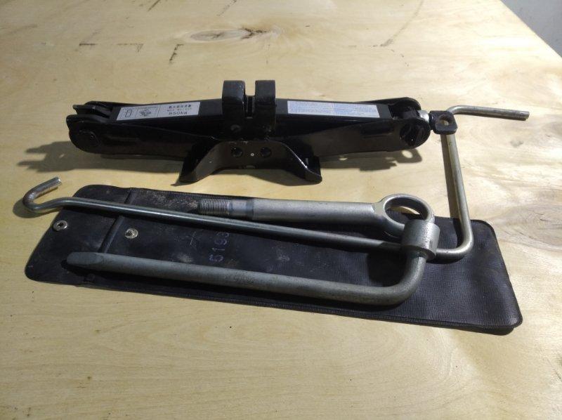 Домкрат Subaru Impreza GP7 (б/у)